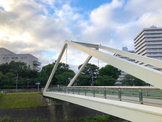 通称「さんかく橋」(新横浜)